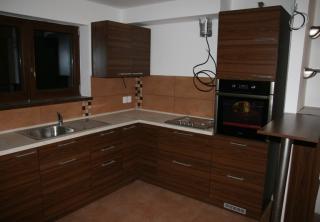 Kuchyň 6 - Ořech