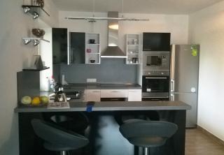 Kuchyň 21: Bílý lesk / Černý lesk