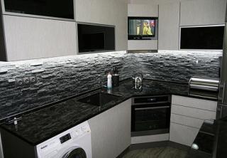 kuchyň 23 černá žula / bílá