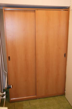 Šatna s posuvnými dveřmi